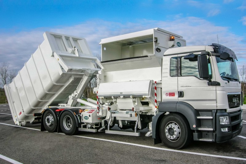 Side loader compactor with interchangeable body CWS B4